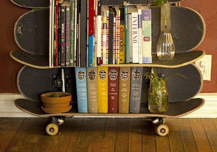 Estante criada pelo norte-americano Patrick Drake, do projeto Skate Shelf. Saiba mais no WebCasas: http://www.webcasas.com.br/revista/materia/sustentabilidade/90/skates-velhos-se-transformam-em-moveis/
