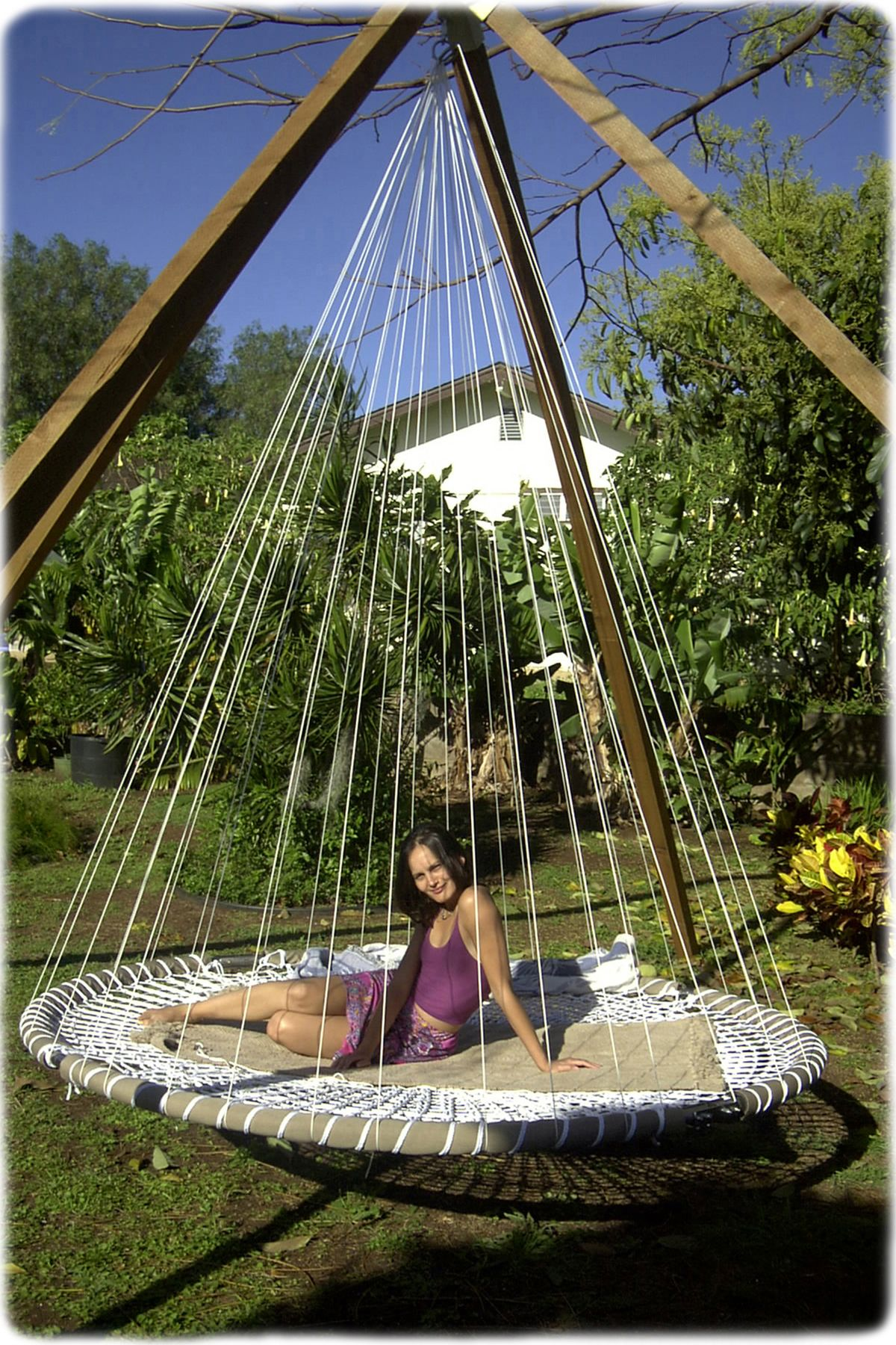 Beds on pinterest gardens floating bed and wicker patio furniture - Outdoor Hanging Bed Diy Trampoline I Wanna Sleep On This