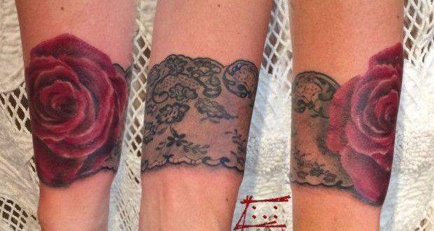 Dentelle rose réaliste tatouage femme Tatouage