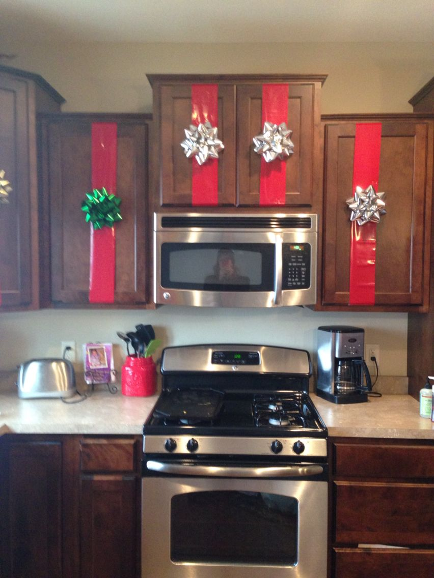 kitchen cabinet christmas decor christmas kitchen decor christmas apartment christmas decor diy on kitchen cabinets xmas decor id=28295