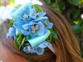 ❧❧Beautiful fresh flower headbands...  thefleurist.blogspot.com