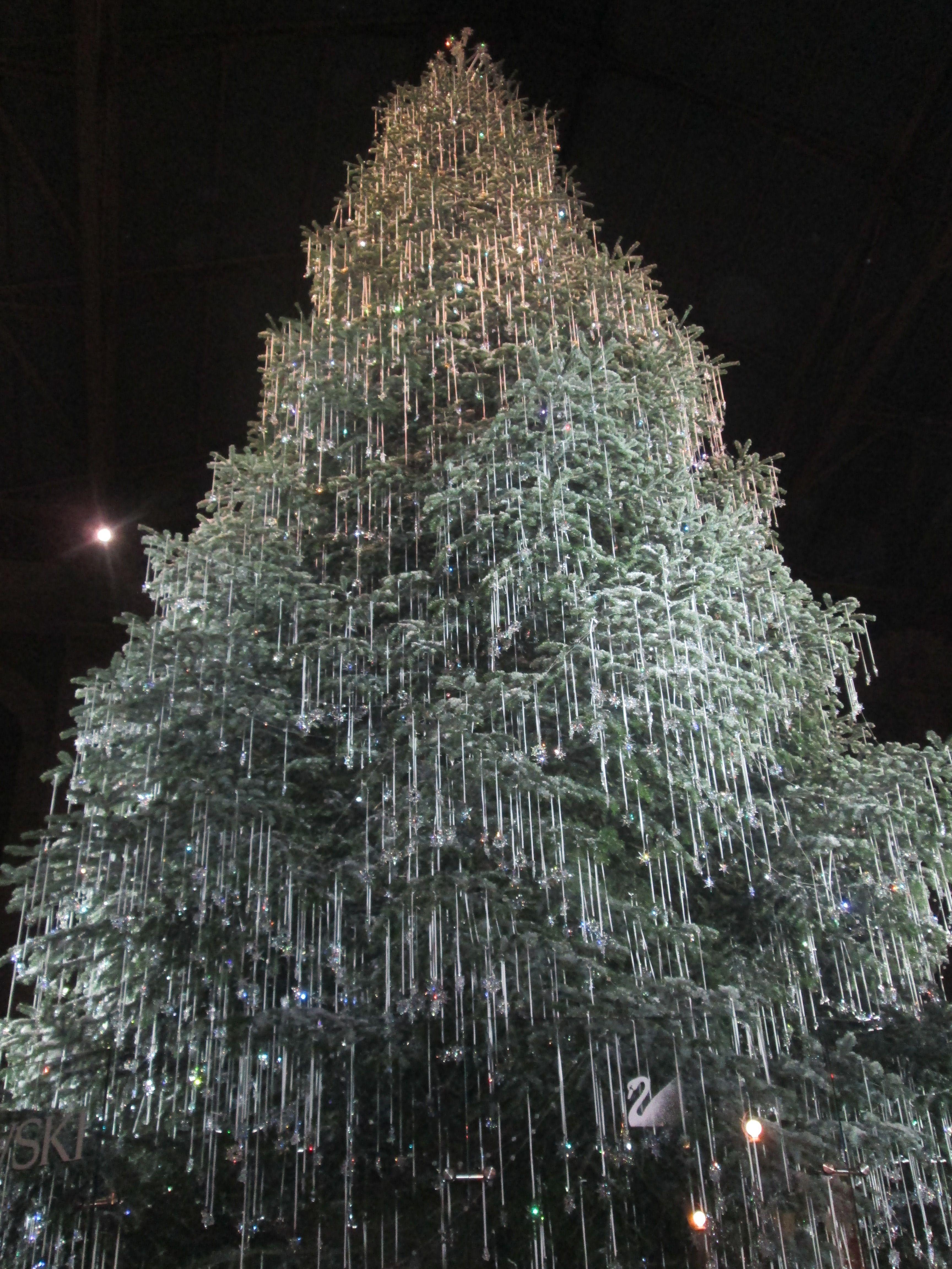 Albero Di Natale Zurigo.Albero Swarovski A Zurigo Schweiz Swiss