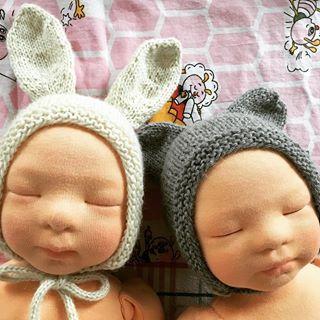 ???????? After two bonnets were finished,  the hare and bear fell asleep ???? #littlehannydolls #artdoll #dollart #dollartist #slowdoll #instaart #needlefelting #realisticdoll #realsizedoll #customdoll #collectdoll #dollcollecting #naturalfiberartdoll #oakdoll #waldorfinspireddoll #reborninspireddoll #reborndoll #clothesdoll #babypuppe #handmadedoll #handmade #手作 #dollsneedlefelt
