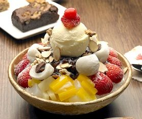 Korean Food | Patbingsu | Shaved Ice With Sweet Beans And Fruit