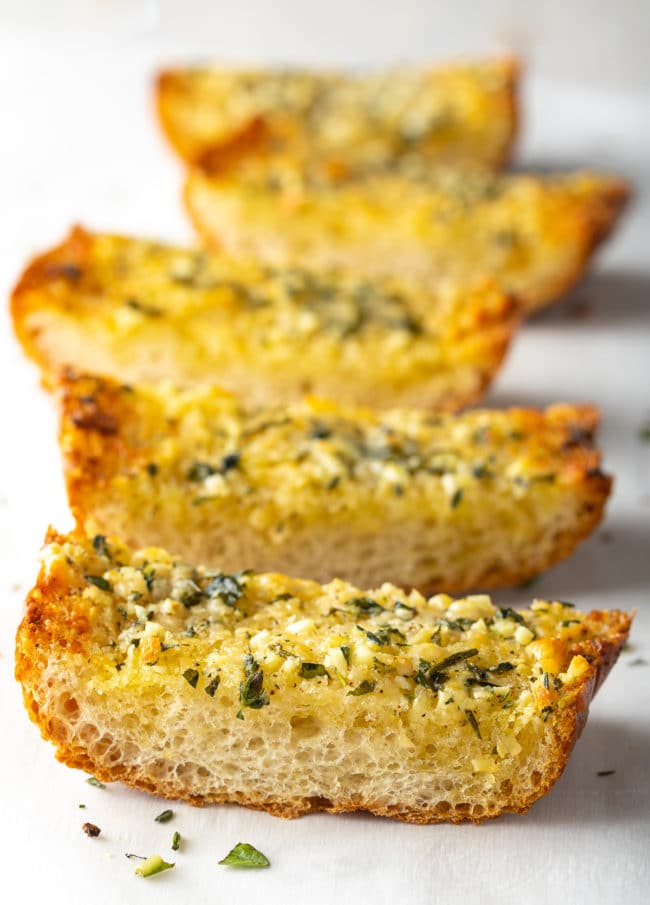 The Best Easy Garlic Bread Video A Spicy Perspective In 2021 Easy Garlic Bread Recipe Garlic Bread Garlic Bread Easy