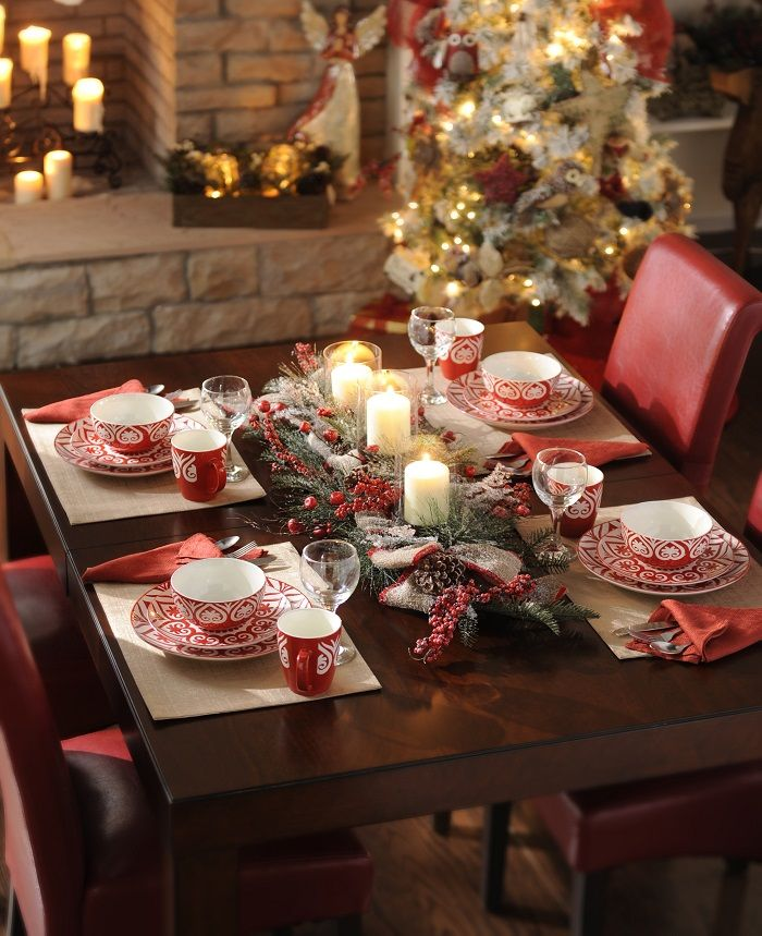 40 Christmas Table Decors Ideas To Inspire Your Pinterest Followers Christmas Table Settings Christmas Table Decorations Christmas Tablescapes