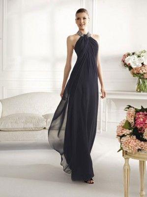 73a8097dc Vestido de fiesta largo color negro con cuello halter con brillos de  Pronovias 2013