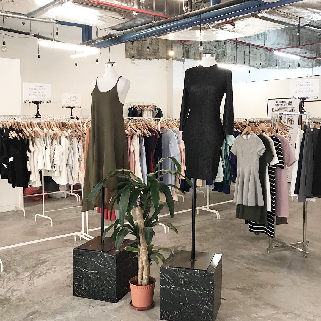Want To Unearth Some Amazing Finds While Shopping In Singapore Head To These Vintage Stores That Are Tuc Vintage Clothing Stores Vintage Outfits Vintage Store
