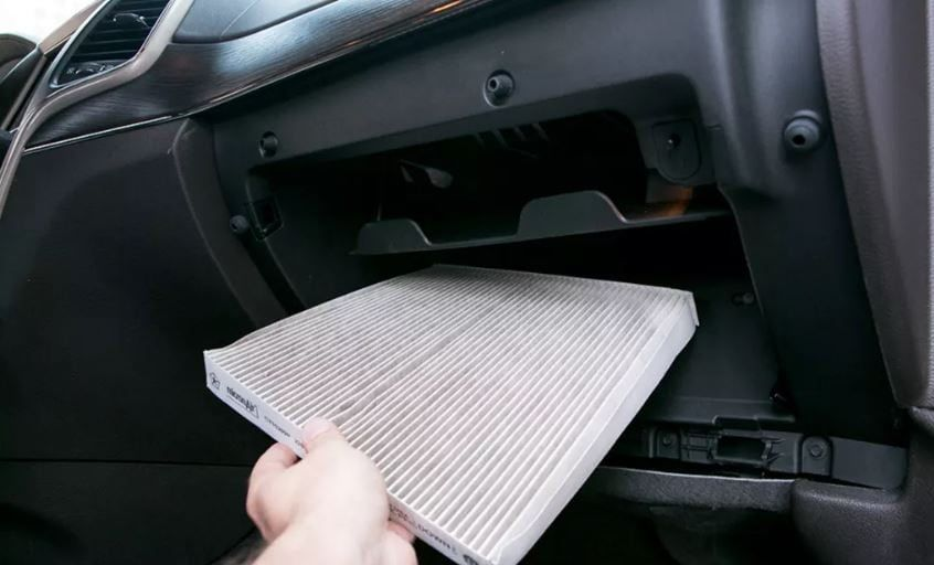 Everyone Should Know How To Fix These 35 Common Car Emergencies Here S What To Do Car Air Filter Repair Auto Repair