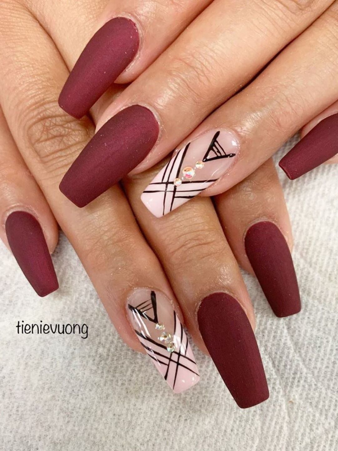 The Best Nail Trends For Cute Fall Manicure Stylish Belles Maroon Acrylic Nails Fall Nail Designs Nail Designs