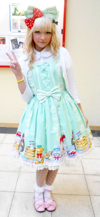 mintxmint:  Ellika looking adorable in her Honey Cake dress :3