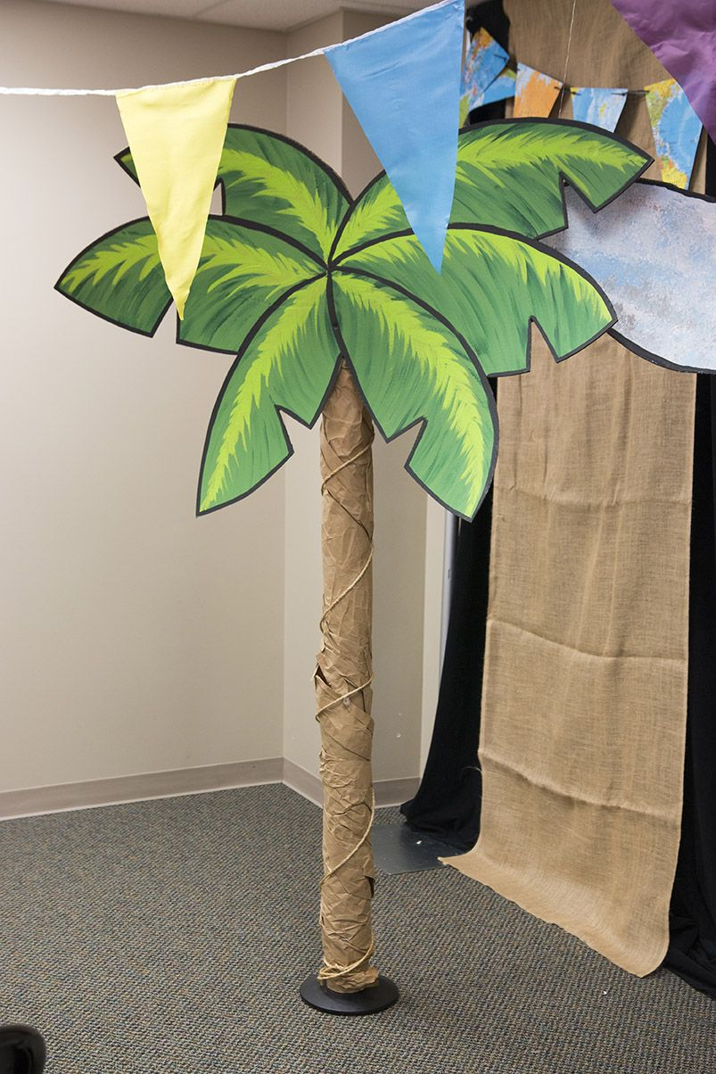 Diy Palm Trees Wrap Carpet Tubes In Brown Roll Paper