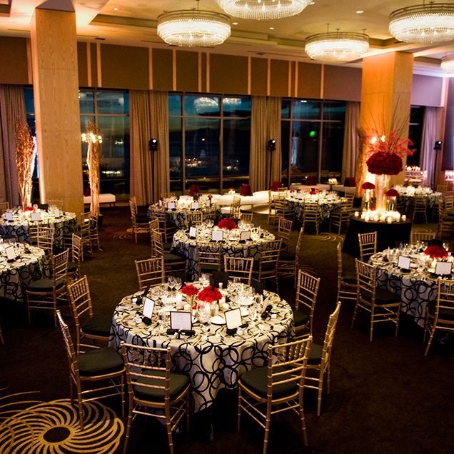 Gold Chiavari Chairs Black And Silver Linens Red Roses Create A Sophisticated Elegant Reception