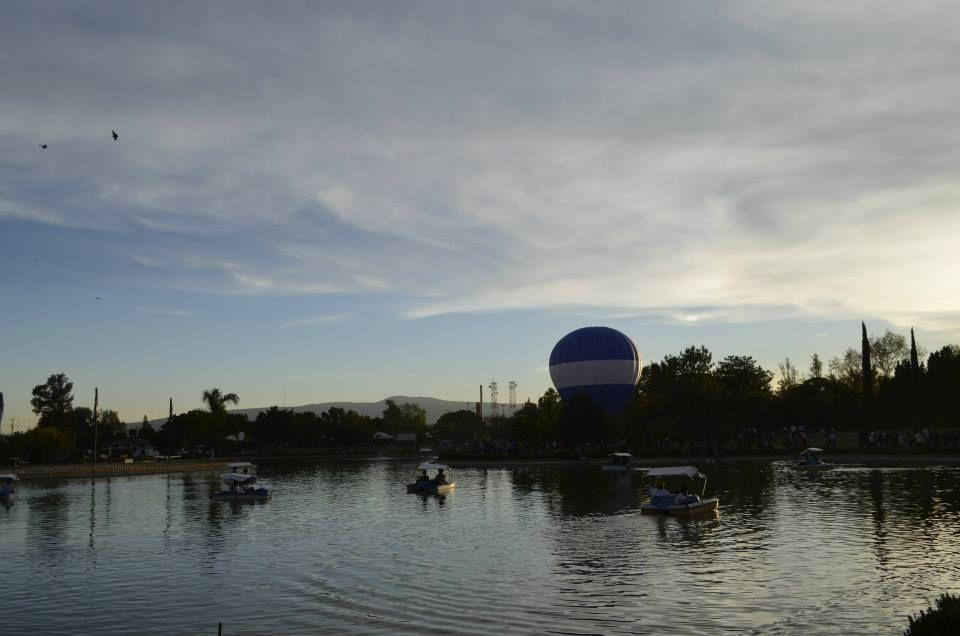 renta de globo aerostatico azul