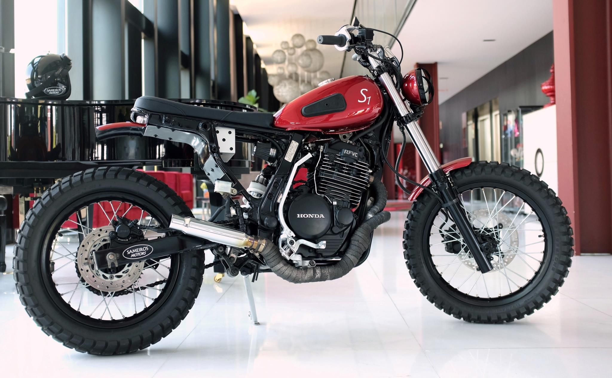 a tracker starting with a '88 Honda NX Dominator S1. Cool tank, taken from a '52 Terrot