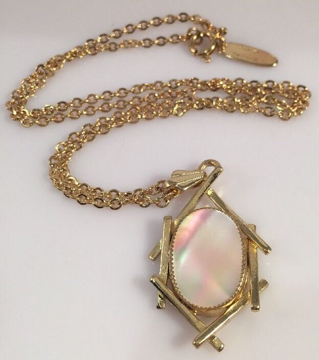 Vintage whiting davis gold tone opalescent oval pendant necklace vintage whiting davis gold tone opalescent oval pendant necklace 18 ebay mozeypictures Image collections