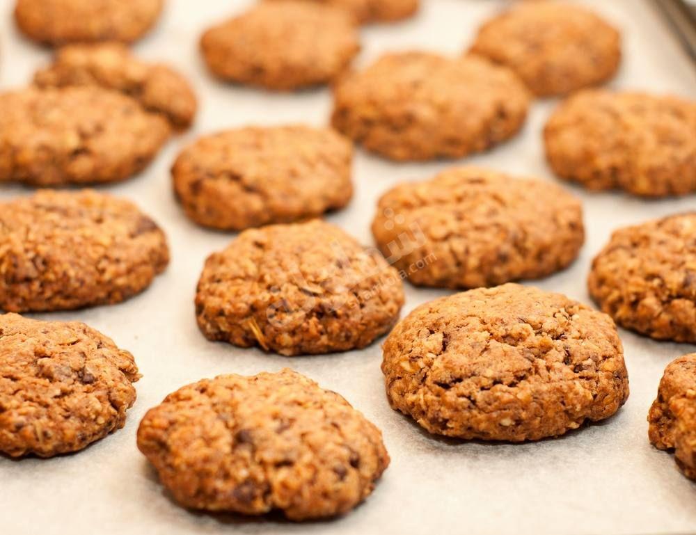 نقدم لكي سيدتي كوكيز الشوفان وعين الجمل بالقهوة له طعم رائع ومذاق مميز وسعراته الحرارية قليلة Healthy Sweets Food Recipes