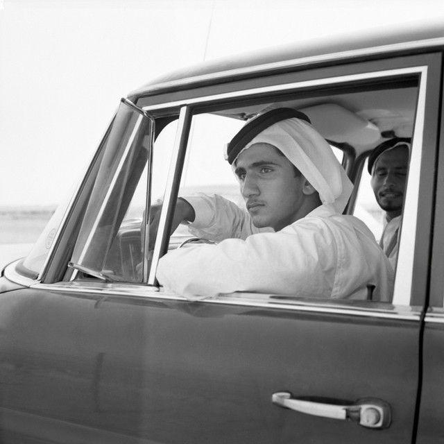 الشيخ محمد بن راشد آل مكتوم عام ١٩٦٠ ميلاديه ولحظة تأمل في دبي البسيطه و التي لم يدر بخلده انها سوف تكون كما هي الآ Middle Eastern History Arabian Beauty Dubai