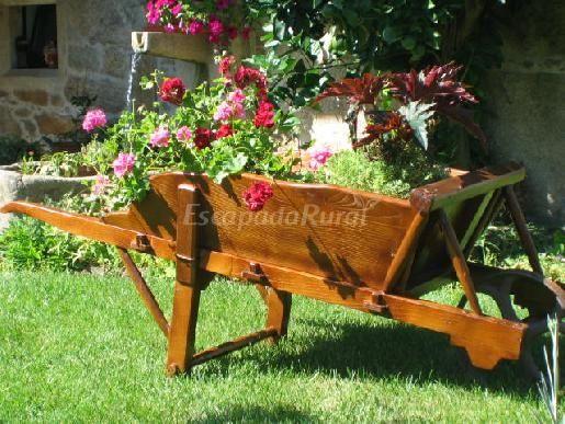 Carretillas decoracion jardin buscar con google for Carretilla de madera para jardin