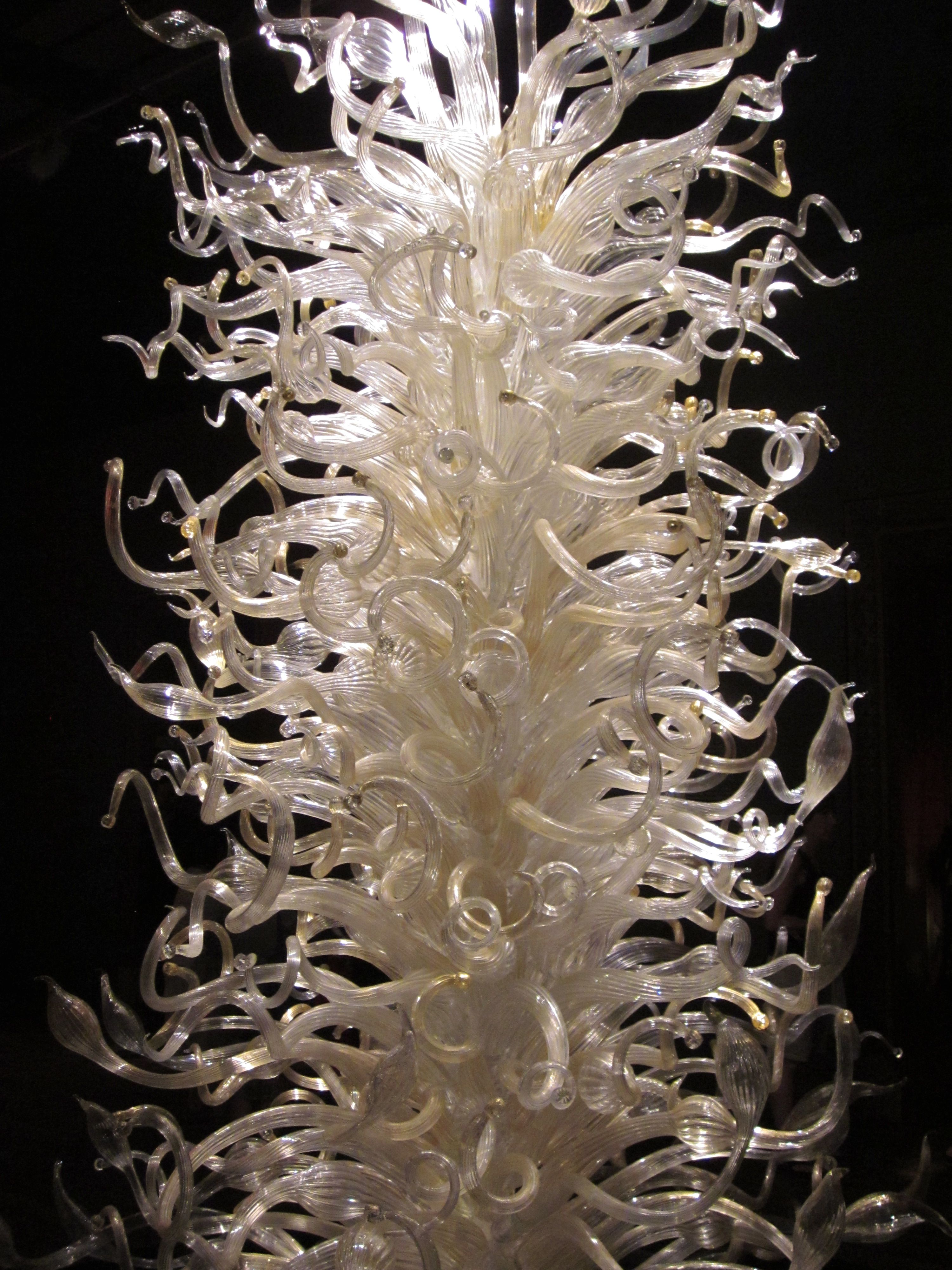 Dale Chihuly Exhibit | Reflecting on Glass: the Dale Chihuly Exhibition in Montreal | All ...