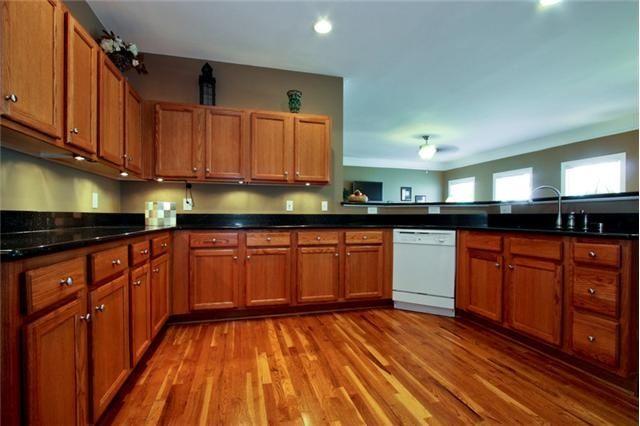 wood flooring thatlooks good with golden oak cabinets ...