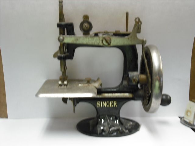 Vintage 40 Miniature Singer Sewing Machine I Have One Of These Mesmerizing Miniature Singer Sewing Machine