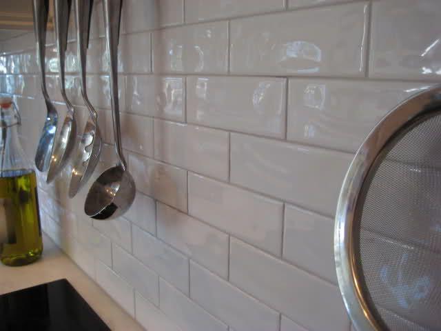 white kitchen backsplash white subway tile