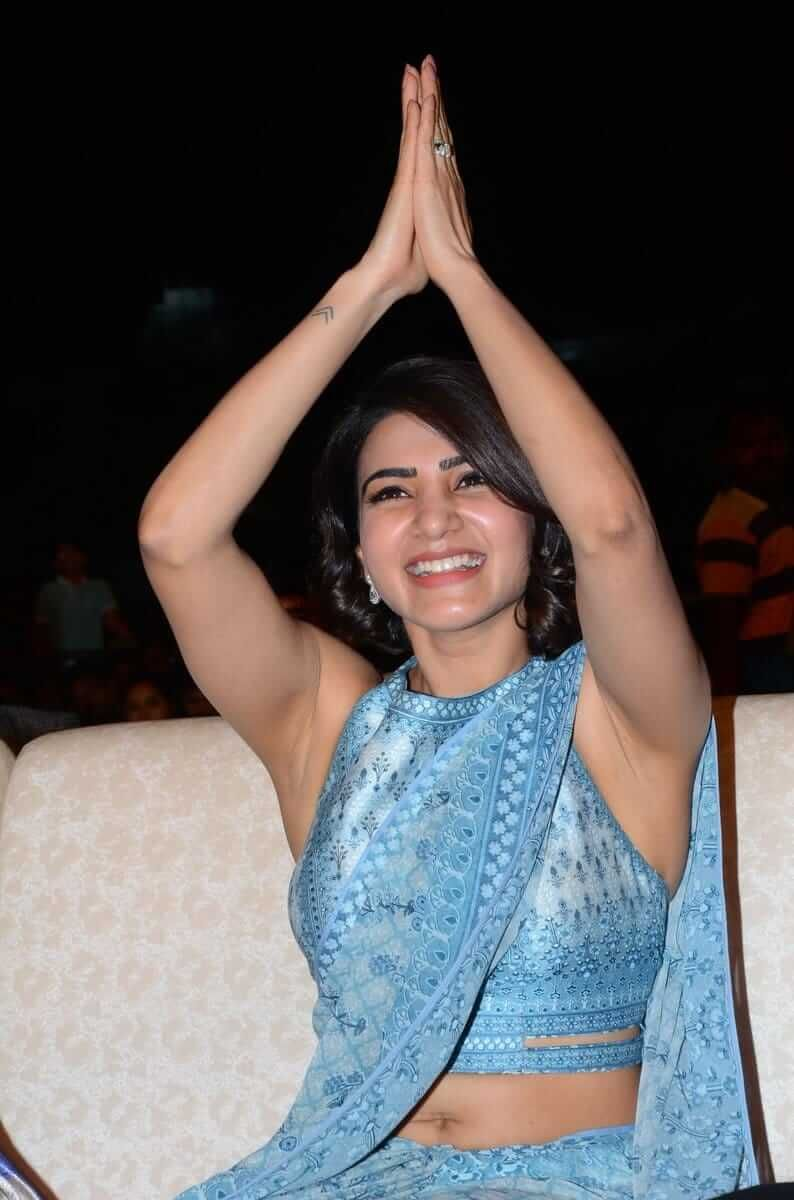 Samantha raised hands last time - Now, She Texted on Stage when event was happening - Photos Inside