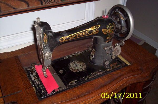 The Free Sewing Machine Treadle On Pinterest Antique Sewing Stunning Free Sewing Machines