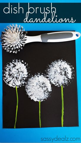 Learn how to make this pretty dandelion craft using a kitchen dish brush and paint! It's an easy art project for kids during summer or spring!
