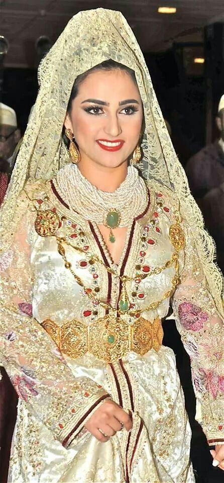 Moroccan bride wearing Moroccan caftan and jewellery