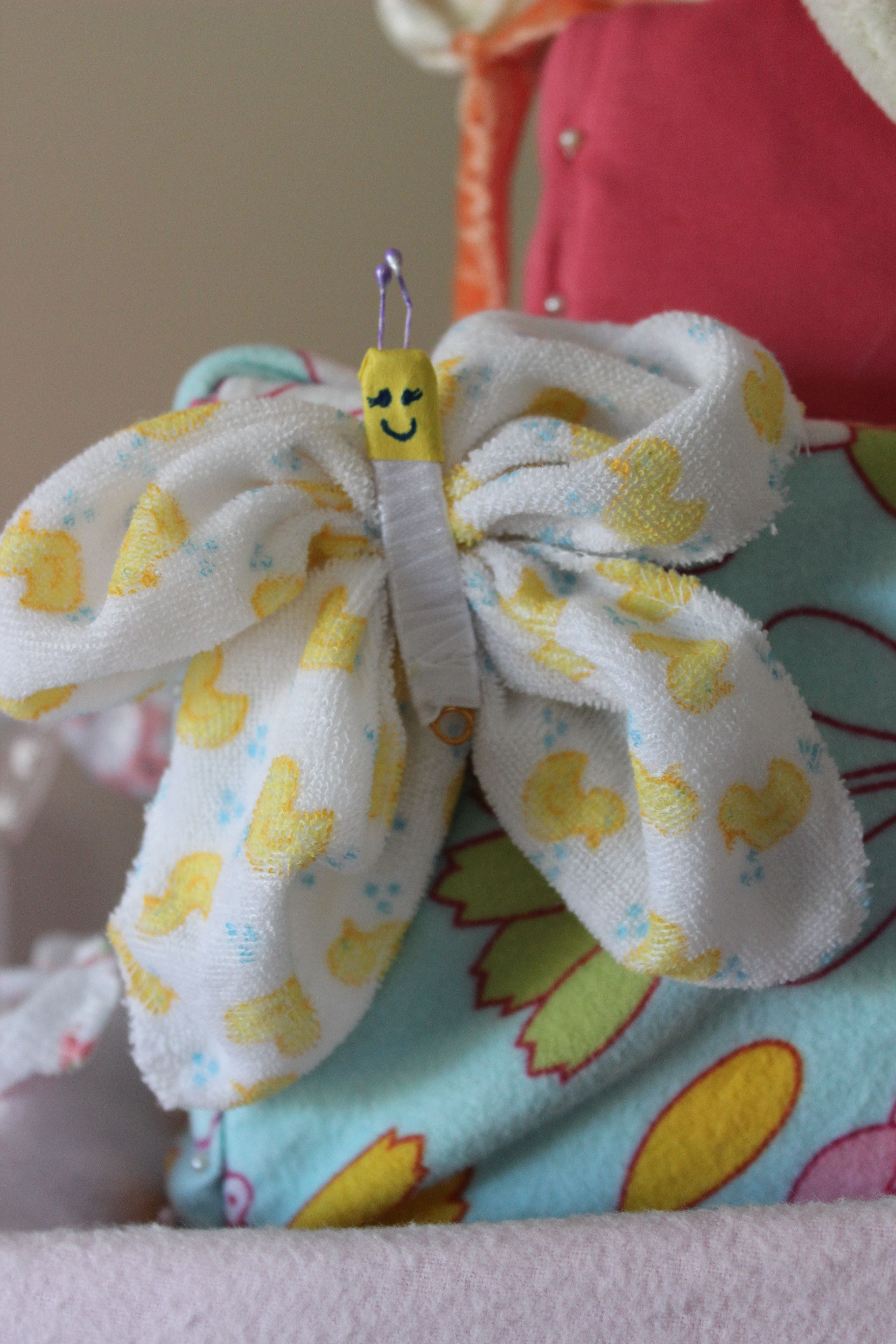 Pliage Serviette Bain Butterfly For Diaper Cake Made From Baby Washcloth Safety Pin