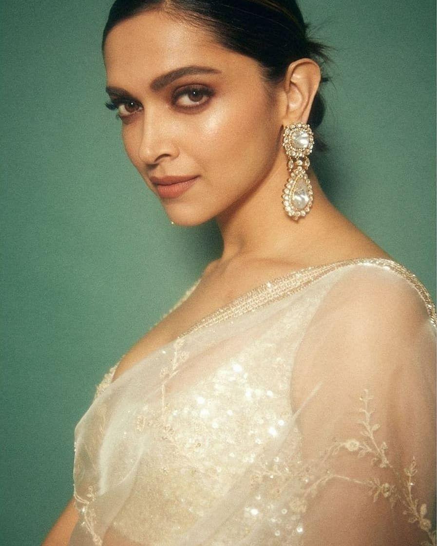 Pin By Being Lovely On Queen Deepika Padukone In 2020 Deepika Padukone Beautiful Style