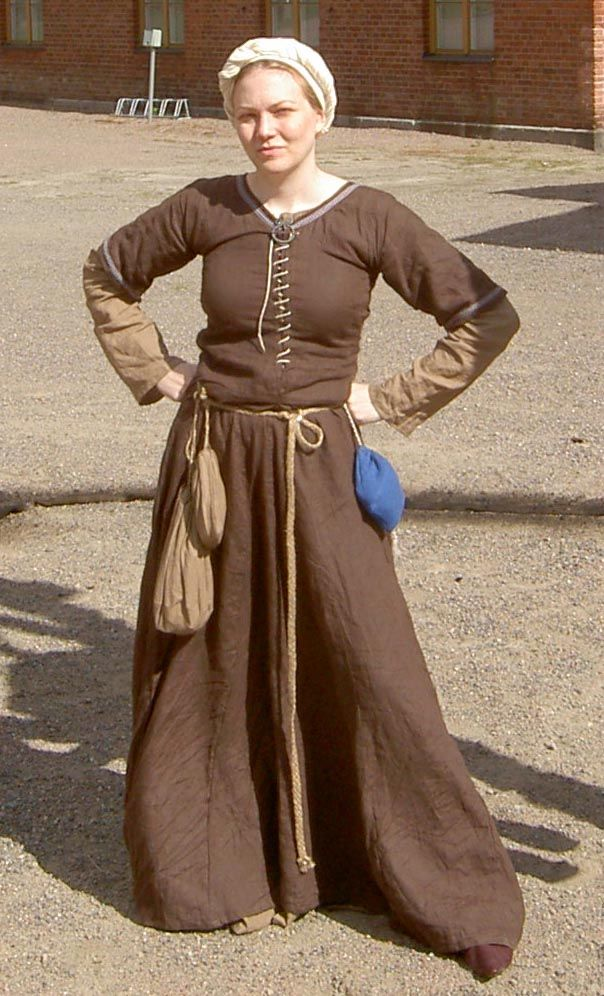 Medieval costume by ~Lunacra on deviantART I love the use of color, but that means she is wearing the full 3 layers, shift, kirtle, and overdress or surcote.