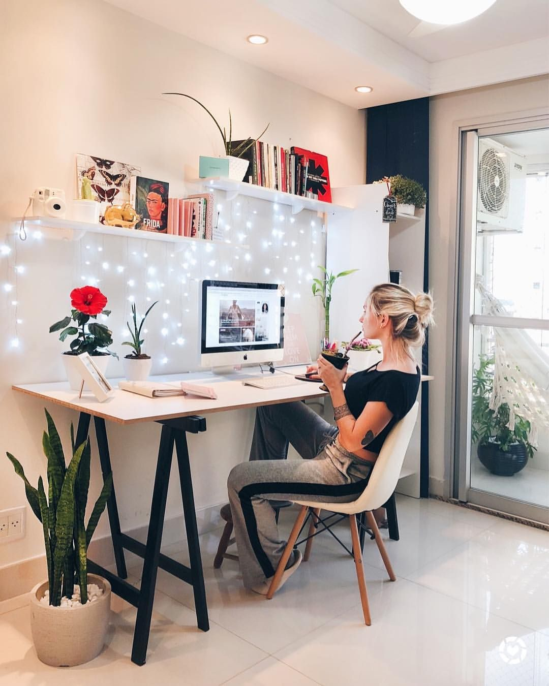 Cozy Homeoffice Decor: A Great Office Design. I Could Chill Here. From Brazil. In