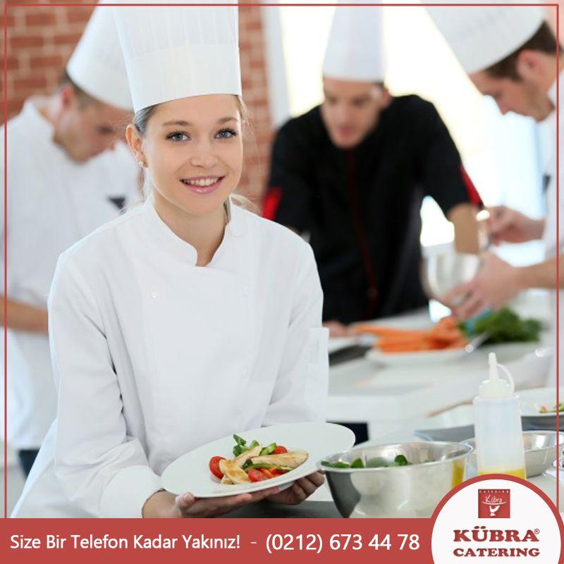 Güler yüzü ve pozitif enerjileri ile personellerimiz yemek