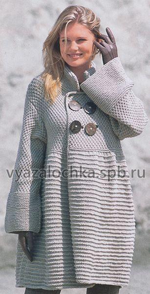 особый шик расклешенное вязаное пальто спицами оно смотрится