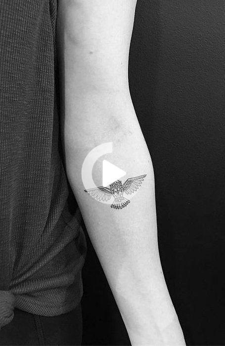 30 tatuajes pequeños geniales para mujeres