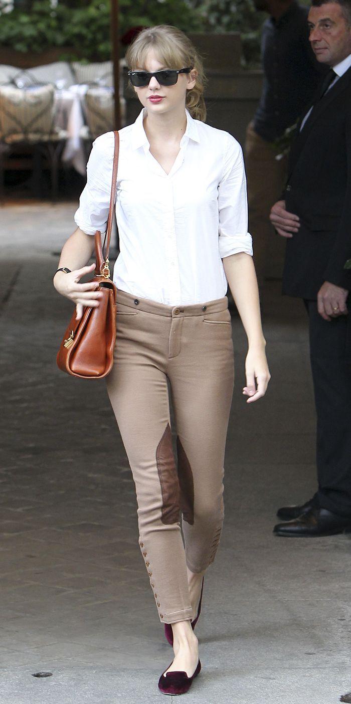 Taylor Swift en jodhpur Ralph Lauren Blue Label orné de patchs en cuir en  pleine séance shopping au magasin Ralph Lauren de Saint-Germain hier à Paris 6998c88d42502