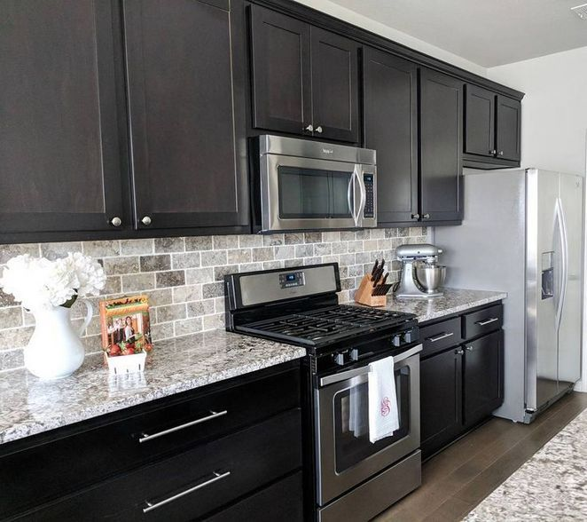 31 White Marble Kitchen Countertops Dark Cabinets Subway Tiles Guide 94 Homesaja Com In 2020 Kitchen Marble Marble Countertops Kitchen Backsplash Kitchen Dark Cabinets