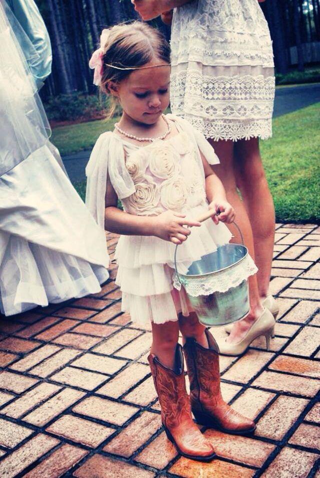 My sweet little flower girl:)