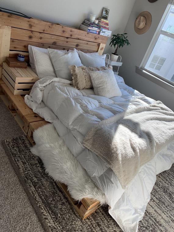 Palettenbett - Queen Size - Beinhaltet Kopfteil und Plattform #bedroomdesignminimalist