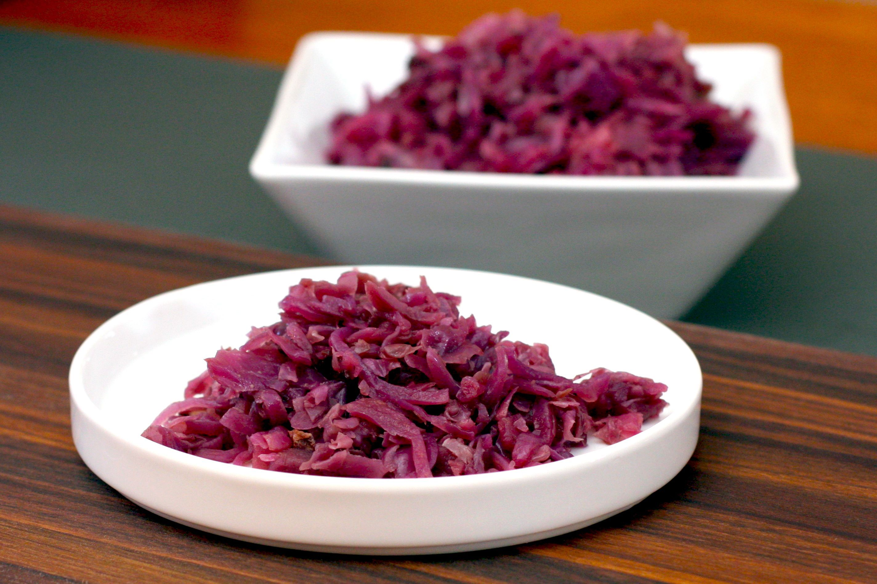 This red cabbage side dish is flavored with apples, bacon, and red wine. Garlic, red onions, and optional caraway seeds are among the ingredients.