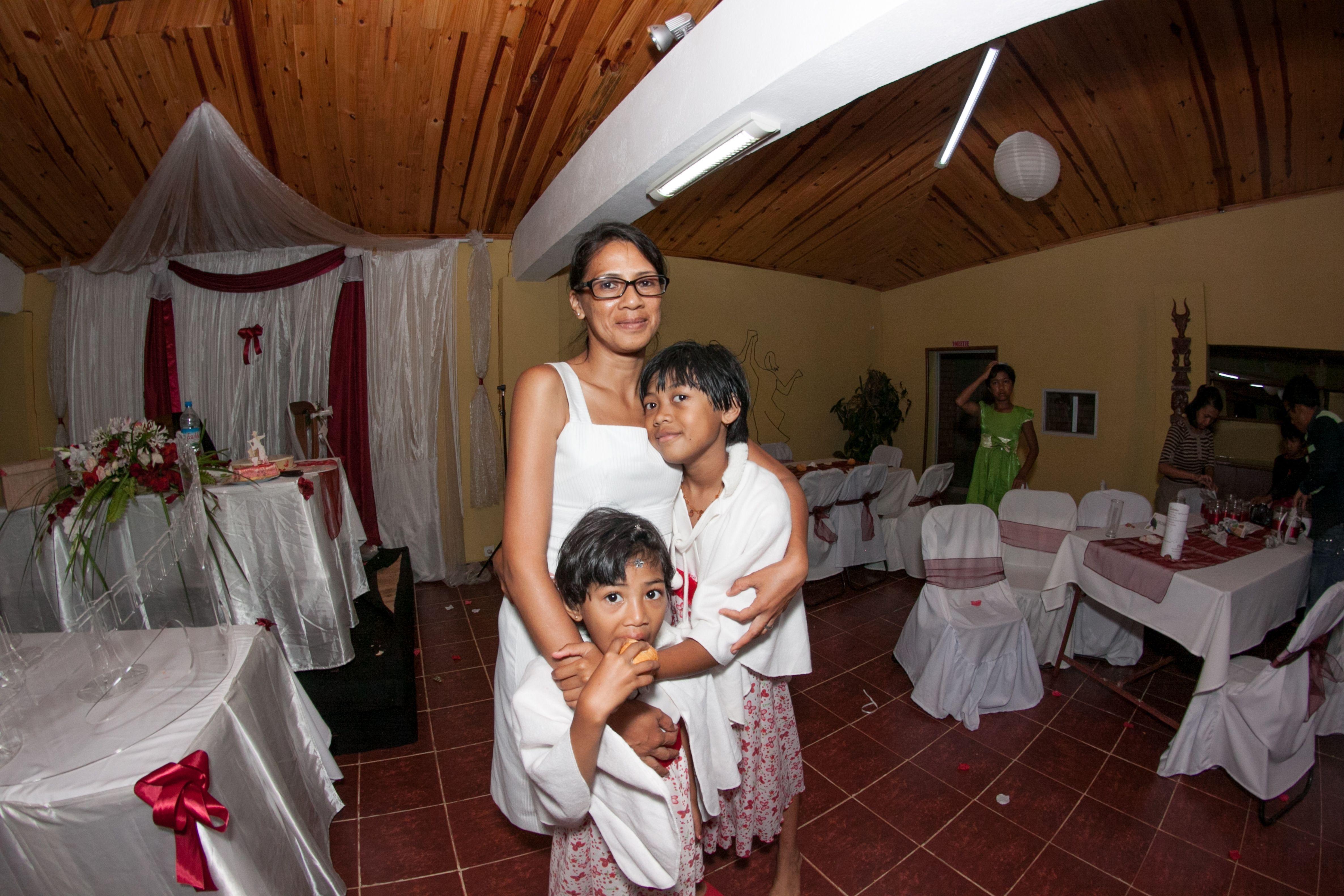 Liva Razay & her daughters