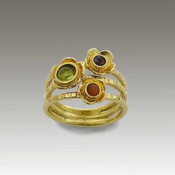 24k gold plated ring with peridot,garnet,coral stones. - Guess