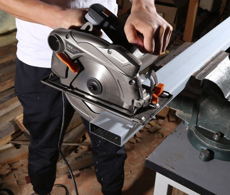 Miter Saw Vs Circular Saw Which Is Best For Your Needs Sawingpros Circular Saw Miter Saw Mitered
