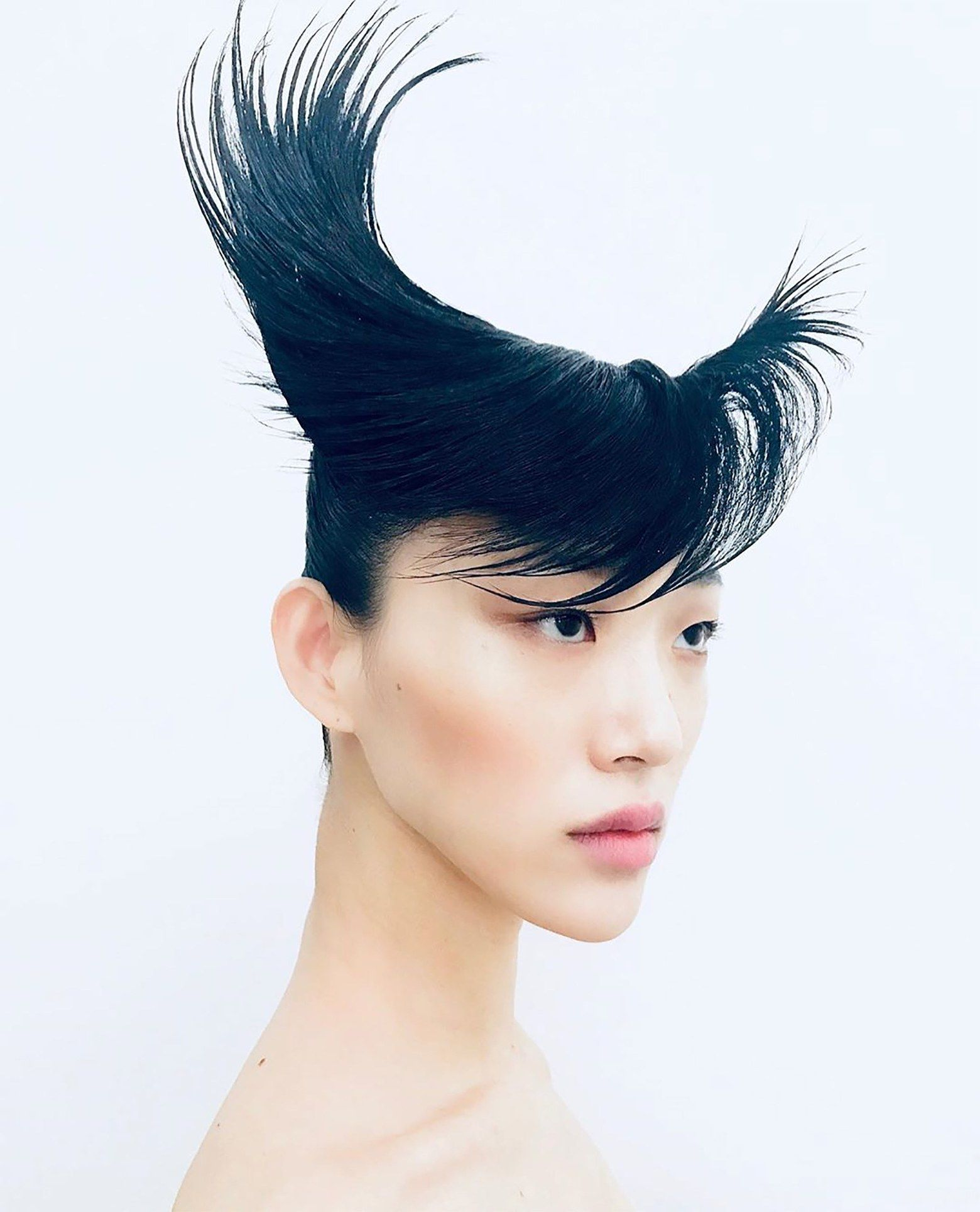 Givenchy Couture Puts An Aerodynamic Twist On Punk Hair In Paris Punk Hair Hair Givenchy Couture