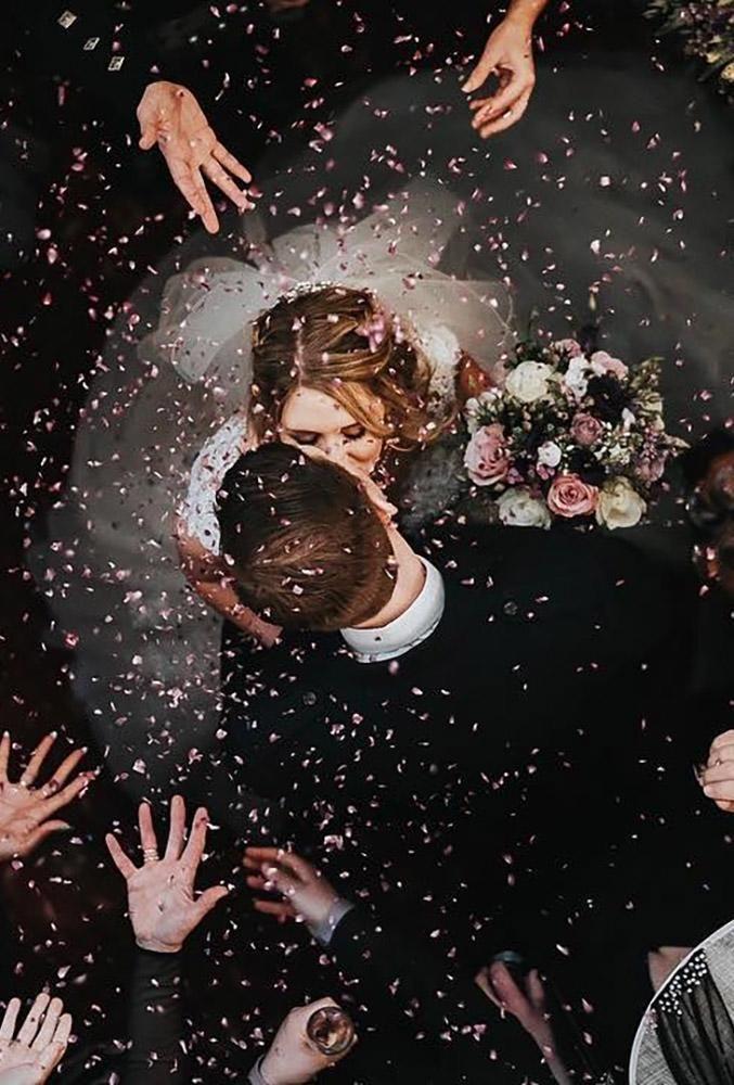 24 ideas y poses creativas para fotos de bodas