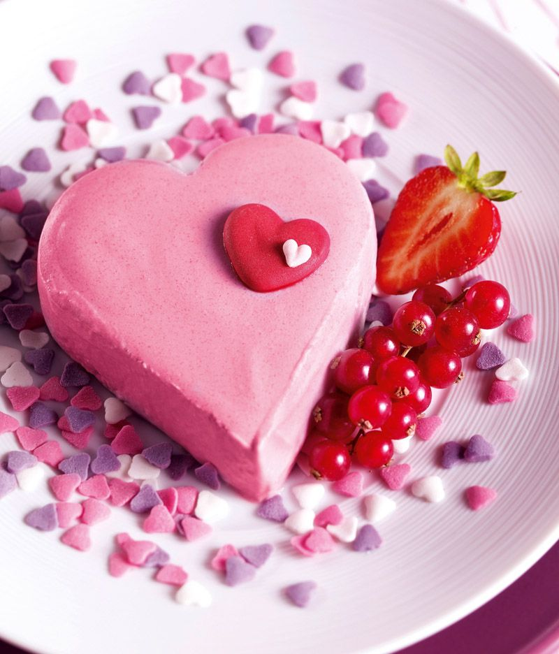Süßes Herzdessert Cremiges Dessert Mit Rotweincreme Zum Muttertag Oder  Valentinstag
