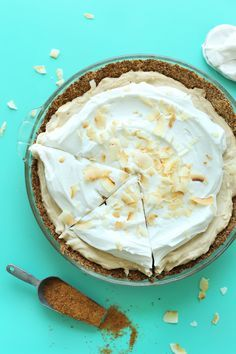 EASY Coconut Cream Pie that's #Vegan #Glutenfree! 10 ingredients, so creamy and coconutty! #pie #coconut #recipe #easy